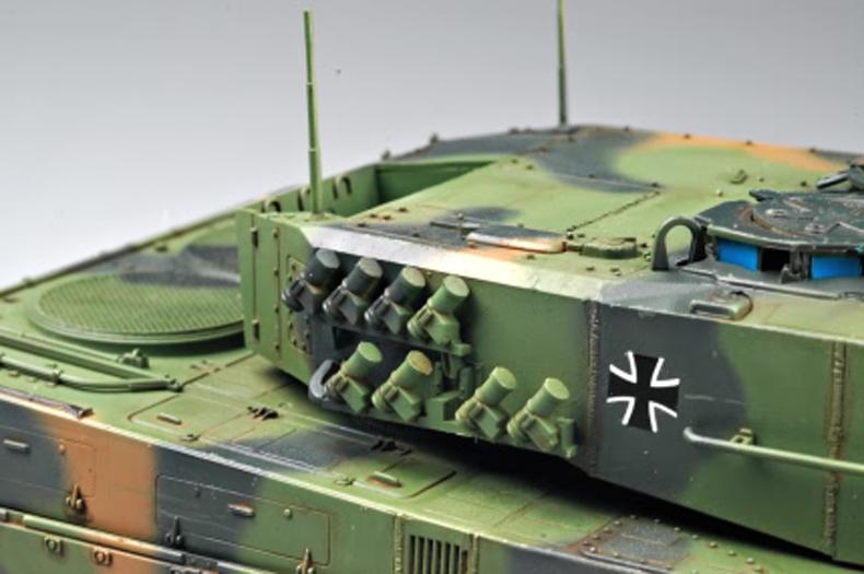 German Leopard 2 A4 tank 82401-1:35-HobbyBoss